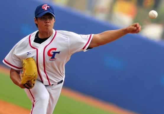 Taiwan pitcher Chen Wei-Yin delivers his